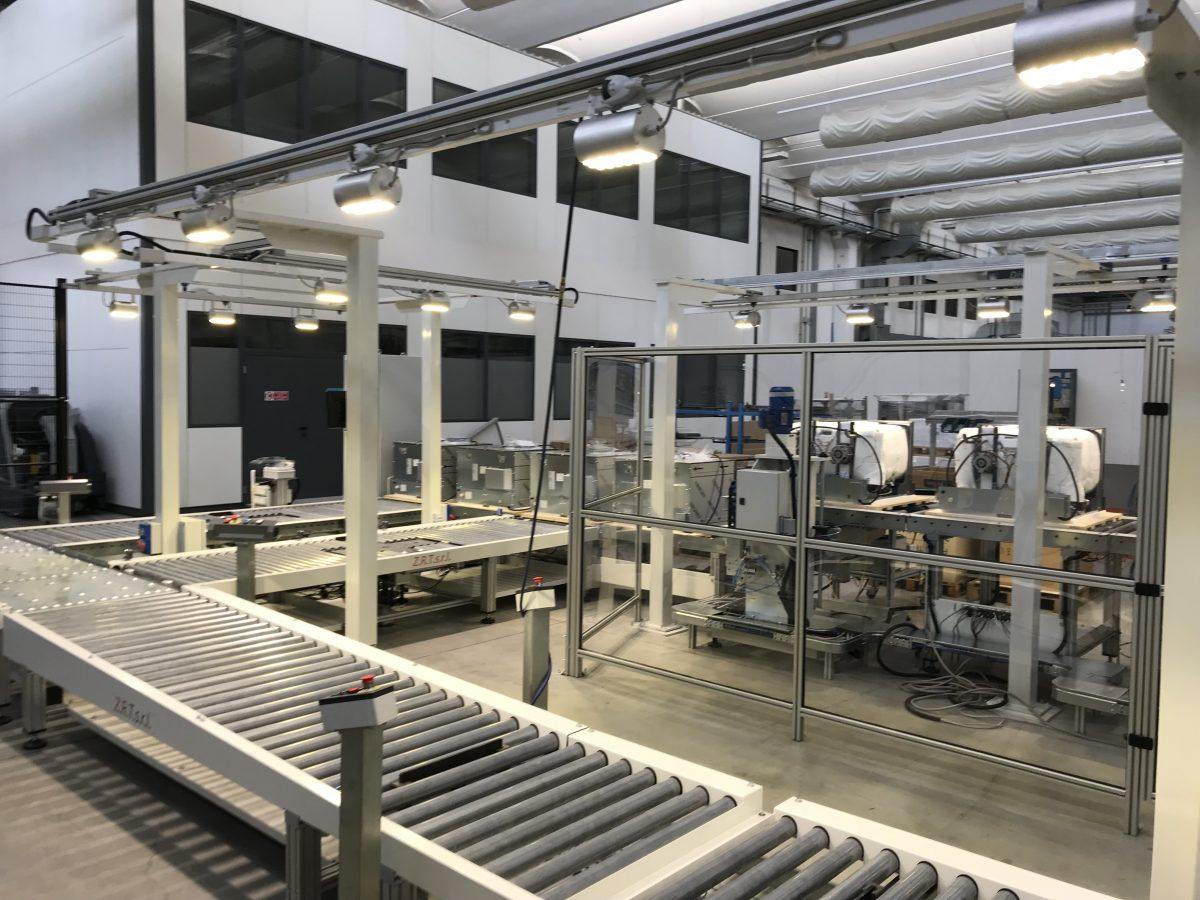 Plafoniere Neon Industriali Prezzi : Guida allacquisto di lampade a led per capannoni industriali www